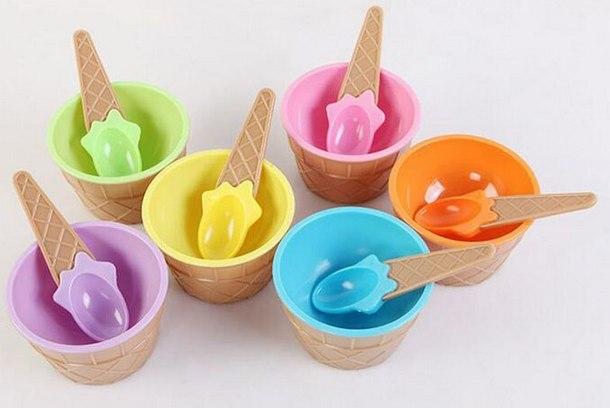 Пластиковая посуда и ложечка для размешивания слаймов